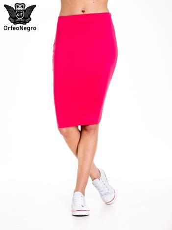 Różowa spódnica tuba za kolano