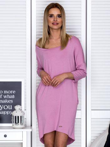 Różowa sukienka o kroju oversize