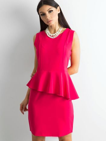 Różowa sukienka z baskinką
