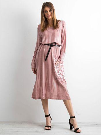 Różowa sukienka z kieszenią