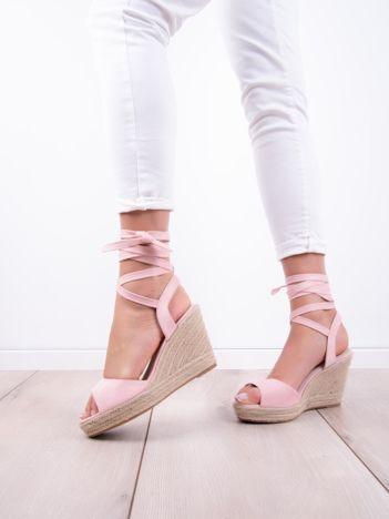 Różowe sandały SABATINA z długim wiązaniem wokół kostki