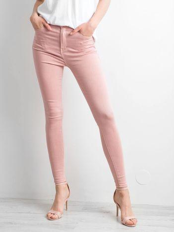 Różowe spodnie skinny