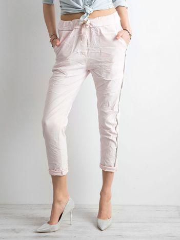 Różowe spodnie z lampasami