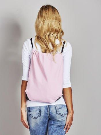 Różowy płócienny plecak worek