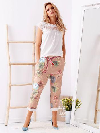 SCANDEZZA Beżowe spodnie w kwiaty