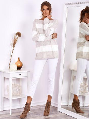 SCANDEZZA Beżowo-ecru sweter oversize w pasy