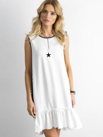 SCANDEZZA Biała sukienka z falbaną