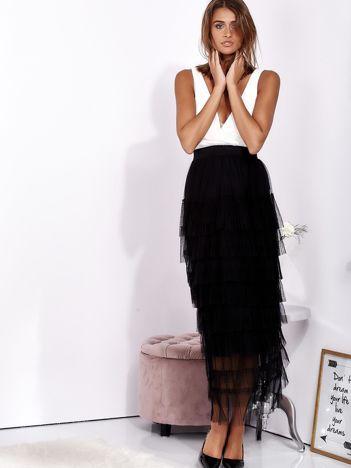 SCANDEZZA Biało-czarna sukienka maxi z plisowanymi falbanami