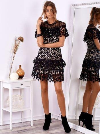 SCANDEZZA Czarno-beżowa koronkowa sukienka w gwiazdki