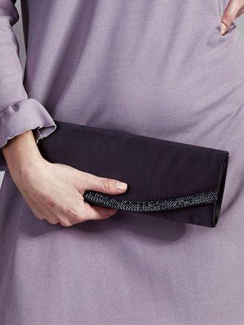 Satynowa matowa kopertówka z dżetami czarna