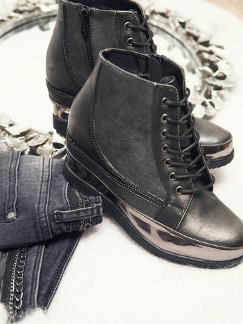 Sergio Leone srebrne sneakersy z połyskującą fakturą i lustrzaną wstawką dookoła podeszwy
