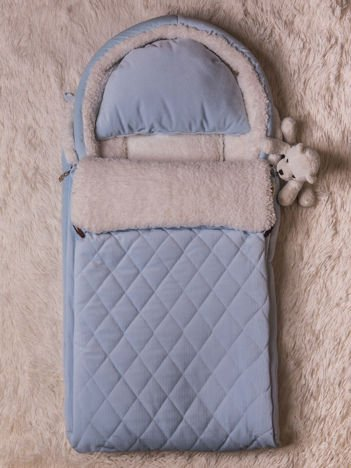 Śpiworek niemowlęcy pikowany do wózka lub łóżeczka z poduszeczką ocieplany na futerku niebieski