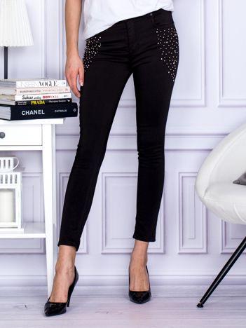 Spodnie czarne z ozdobnymi perełkami