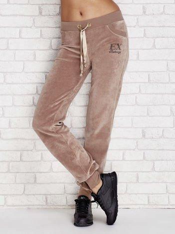 Spodnie dresowe welurowe z ozdobnymi troczkami kawowe