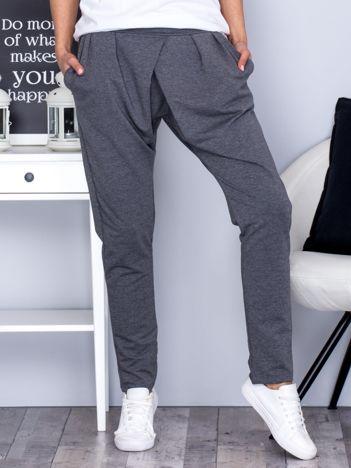 Spodnie dresowe z zakładkami ciemnoszare