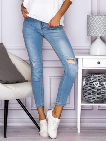 Spodnie jeansowe regular waist z dziurami jasnoniebieskie