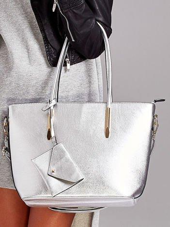 Srebrna torba shopper bag z błyszczącymi okuciami