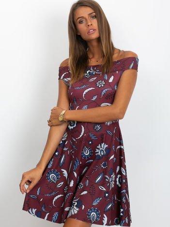 Sukienka bordowa z motywem liści