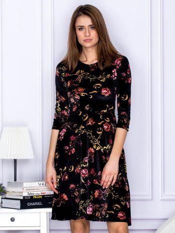 Sukienka czarna welurowa z roślinnym motywem