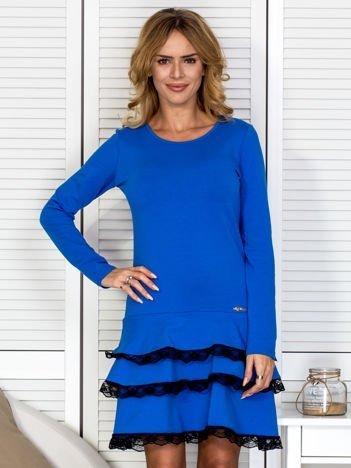 Sukienka damska z koronkowymi falbankami niebieska