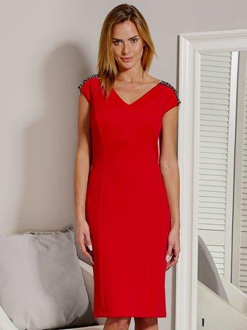 Sukienka damska z łańcuszkami na ramionach czerwona