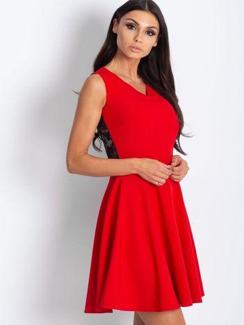 Sukienka damska z transparentną wstawką z tyłu czerwona