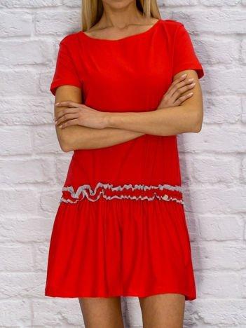 Sukienka dzienna z obniżonym stanem czerwona