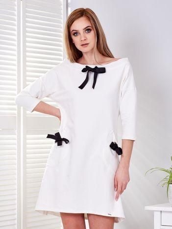 Sukienka ecru z kokardkami