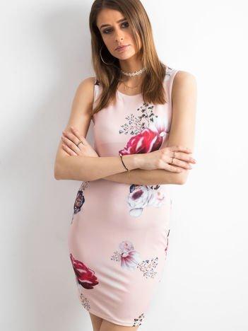 Sukienka koktajlowa ołówkowa w kwiaty jasnoróżowy