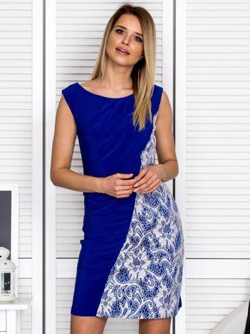 Sukienka koktajlowa z drapowaniem kobaltowa