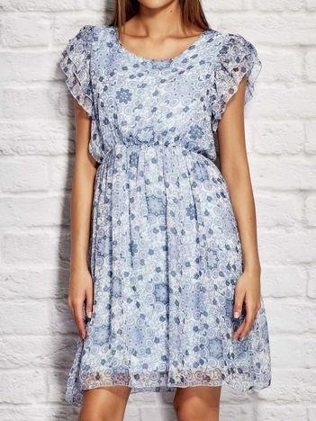 Sukienka koktajlowa z motywem floral print niebieska