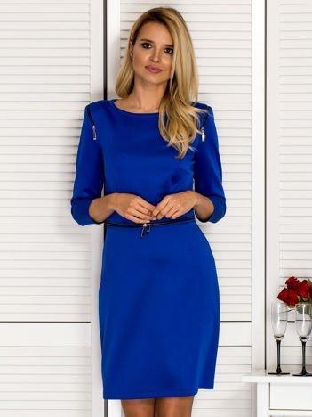 Sukienka koktajlowa z ozdobnymi suwakami kobaltowa