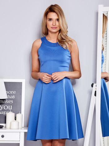 Sukienka niebieska z rozkloszowanym dołem