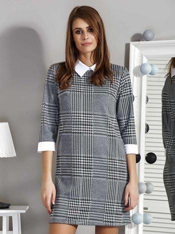 Sukienka w pepitkę czarno-biała