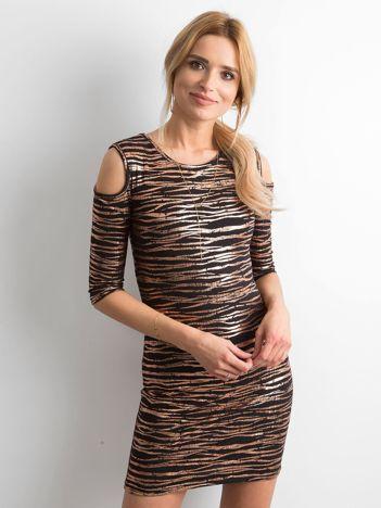 Sukienka ze złotymi wzorami