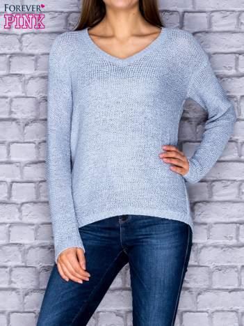 Sweter damski jasnoniebieski o szerokim splocie