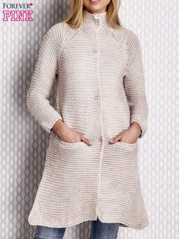 Sweter o szerokim splocie beżowy