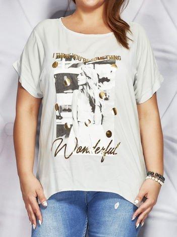 Szara bluzka z fotograficznym nadrukiem PLUS SIZE