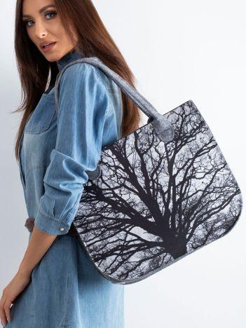Szara filcowa torba z nadrukiem drzewa