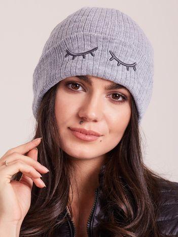 Szara lekka czapka z rzęsami