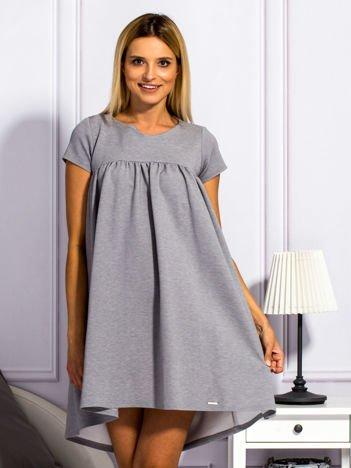 Szara sukienka koktajlowa z kokardą z tyłu