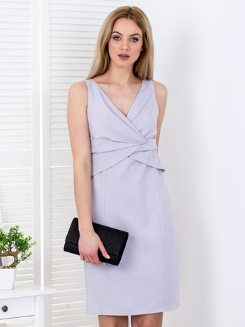 Szara sukienka z drapowaniami przy dekolcie