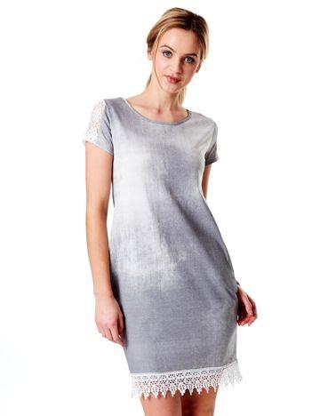 Szara sukienka z koronką i kieszeniami