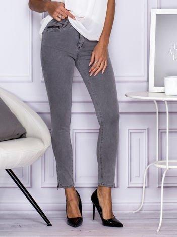 Szare spodnie z suwakami na nogawkach