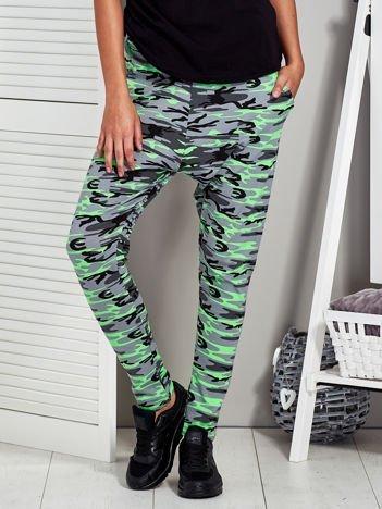 Szaro-zielone spodnie dresowe moro