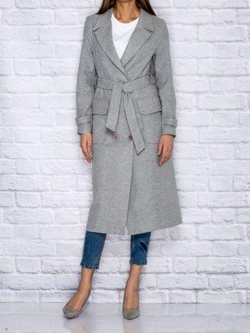 Szary płaszcz trencz o klasycznym kroju