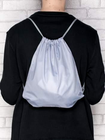 Szary plecak typu worek gładki