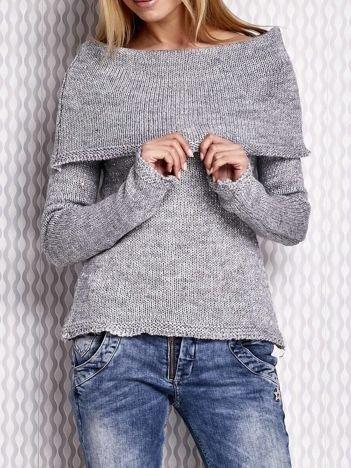 Szary sweter z cekinami