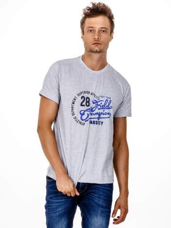 Szary t-shirt męski z napisem CHAMPION i liczbą 28