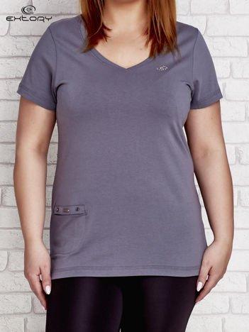 Szary t-shirt z kieszonką PLUS SIZE